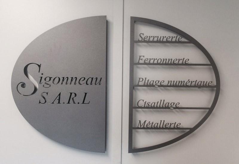 Signalétique logo découpée en fer