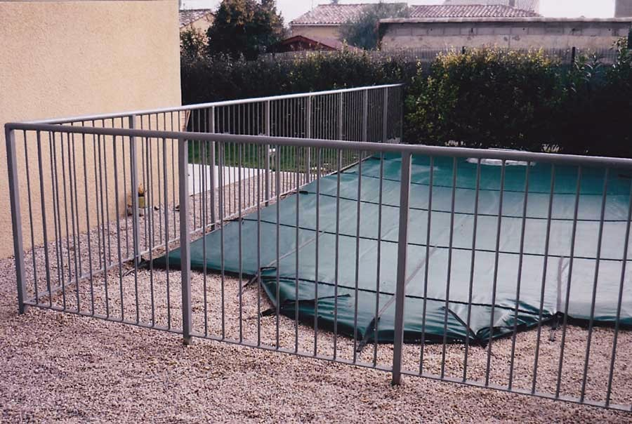 Barrire de protection piscine cool cloture scurit for Cloture piscine