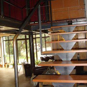 Escalier traditionnel bois et métal