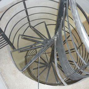 escalier fer helicoidal - ferronnerie sigonneau -gordes