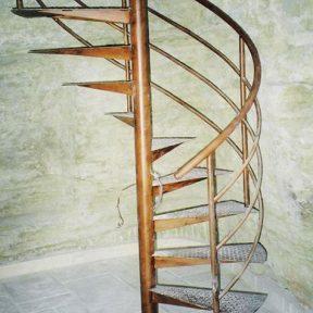 escalier fer helicoidal - ferronnerie sigonneau -vaucluse