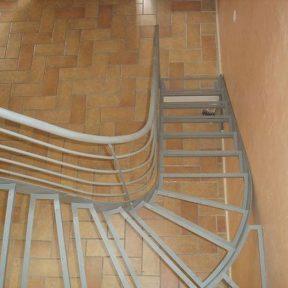 Escalier tournant et rampes