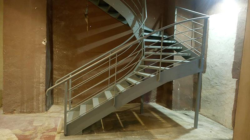 Escalier tournant de profil