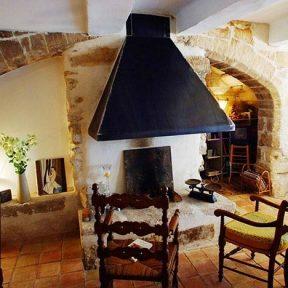 Hôte cheminée traditionnelle
