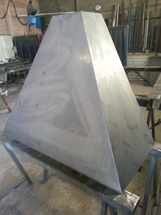 Hotte cheminee en fer ferronnerie sigonneau vaucluse - Peinture pour hotte de cheminee ...