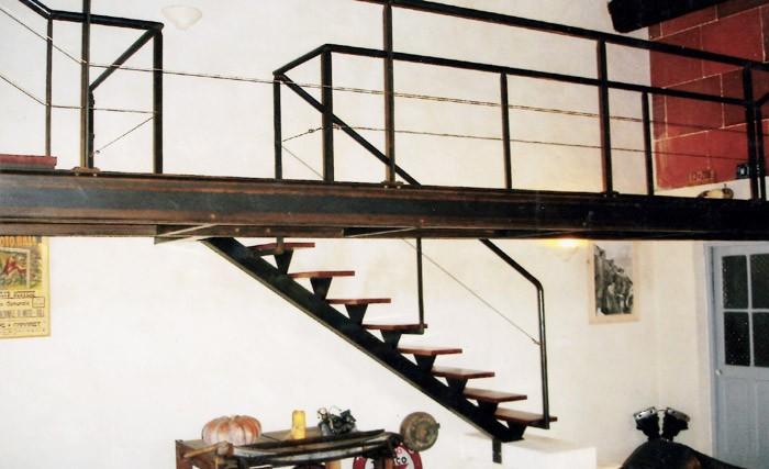 mezzanine fer mezzanine en fer forg dans le var au. Black Bedroom Furniture Sets. Home Design Ideas