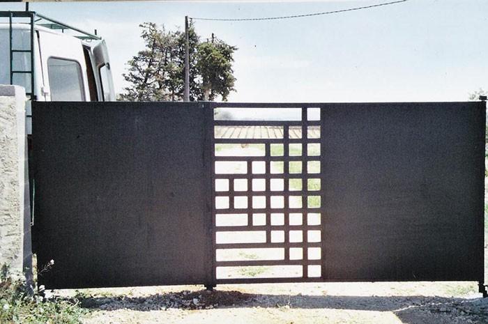 Portail fer forgé deux vantaux design