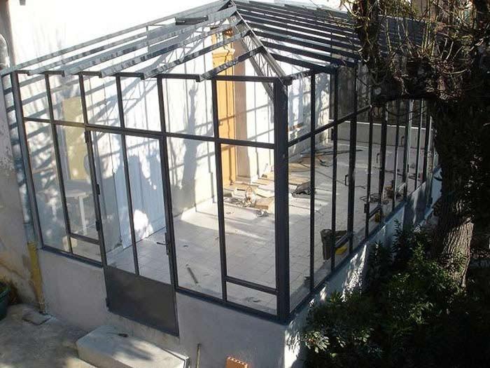 Véranda métal avec toit en verre