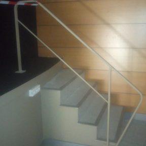 Rampe escalier accessibilité salle des fêtes municipale