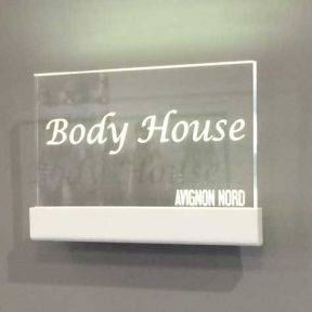 Support signalétique Body House
