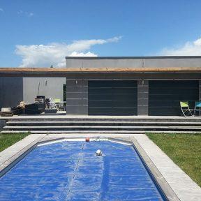 Auvent piscine moderne