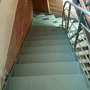 Escalier marche en fer