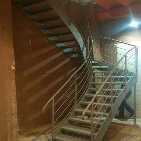 Escalier tournant sur mesure ferronnerie