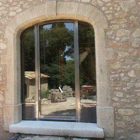 Menuiserie métallique baies cintrées porte fenêtre