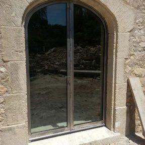 Menuiserie métallique baies cintrées vitrées